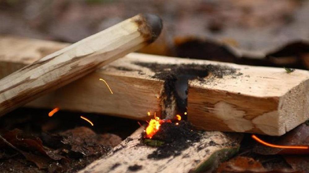 Άναμμα φωτιάς με την μέθοδο του τόξου