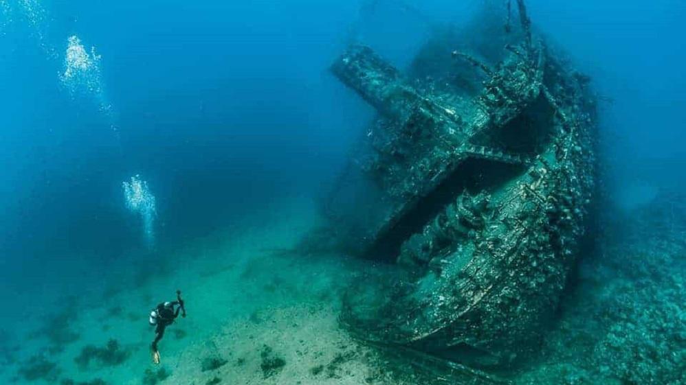 Επιβίωσε τρείς μέρες μέσα σε ναυαγισμένο πλοίο